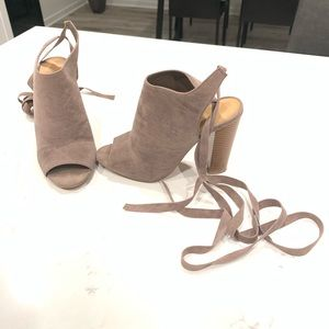 Adorable soft suede heels.